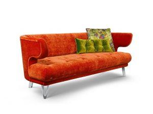 CROISSANT-Bretz-Sofa-Kupfer-Seitenansicht mit Kissen